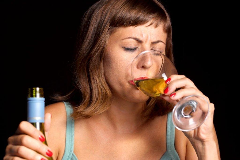 Como ajudar uma pessoa a parar de beber?