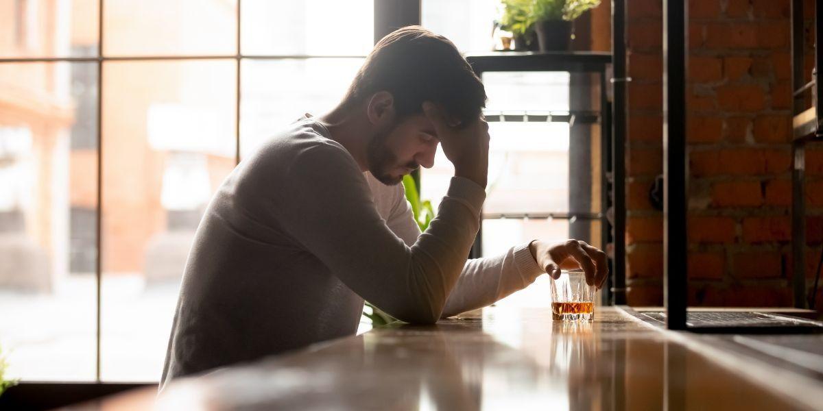 como ajudar um alcoólatra a parar de beber?