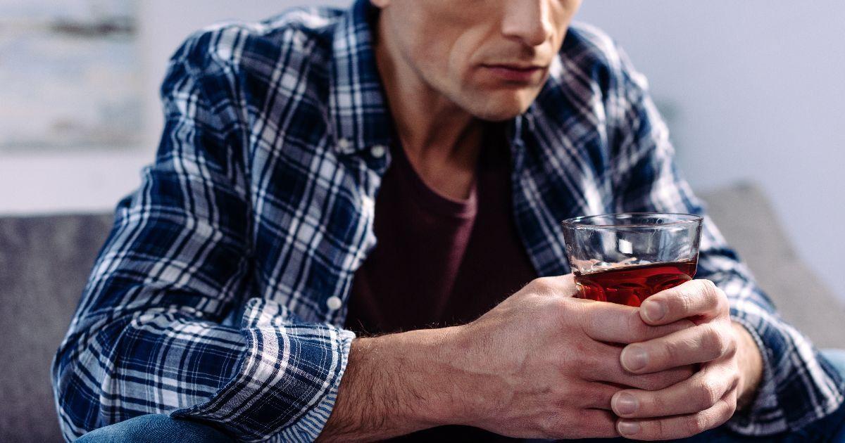 como ajudar um pai alcoólatra?