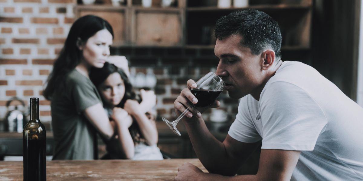 O que fazer para ajudar um alcoólatra parar de beber?